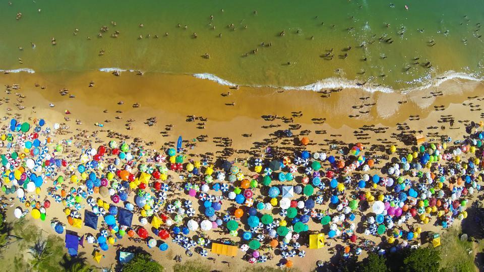 25.  Praia da Bacutia em Guarapari, Espirito Santo, Brasil