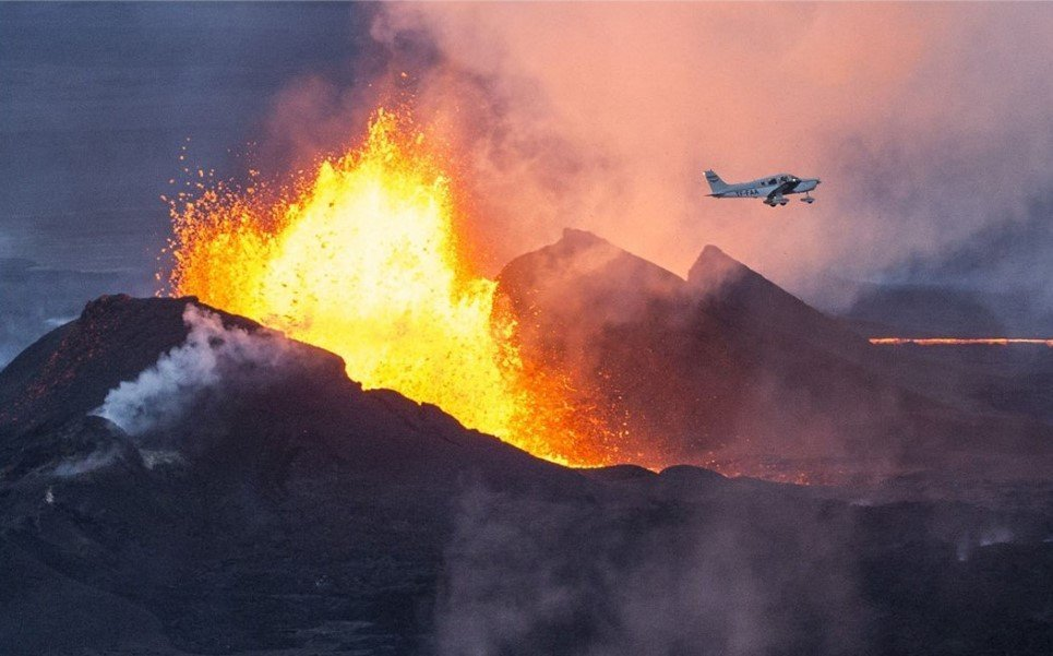 1. A plane flying over an erupting Bardarbunga volcano in southeast Iceland - September 14, 2014.