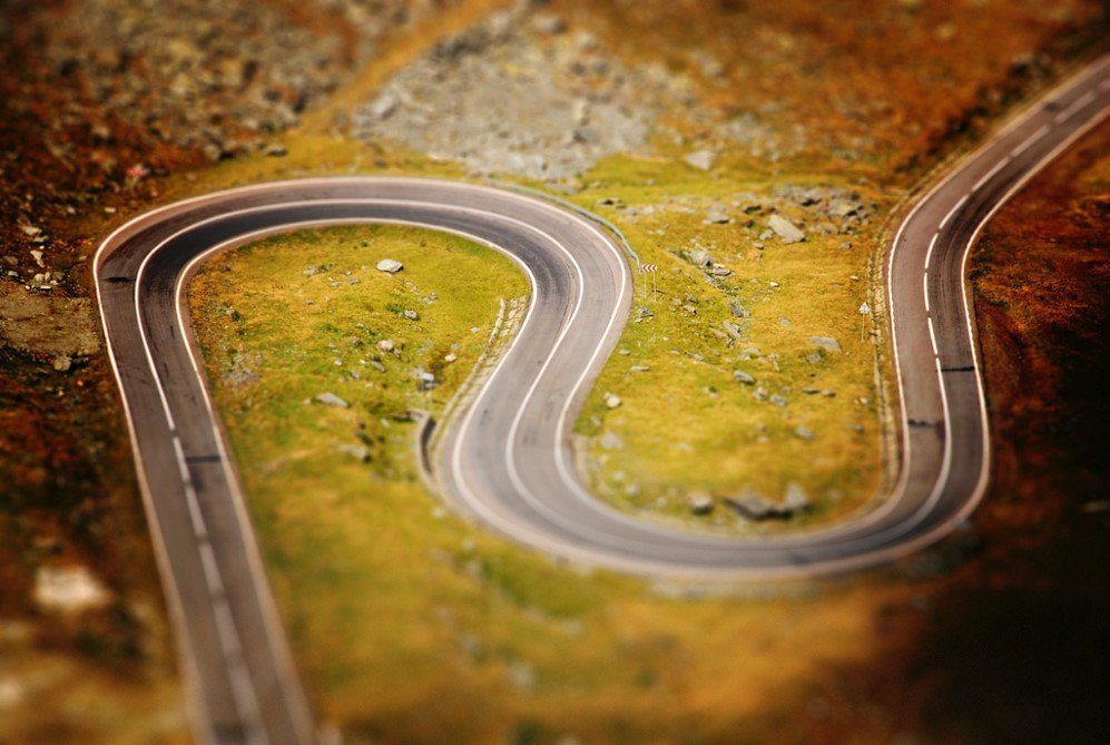 Tilt-Shift Serpentine by Harald Kirr