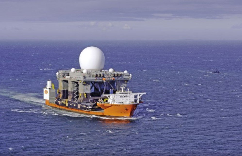 Blue Marlin transporting the US C Based X-Band Radar (SBX)