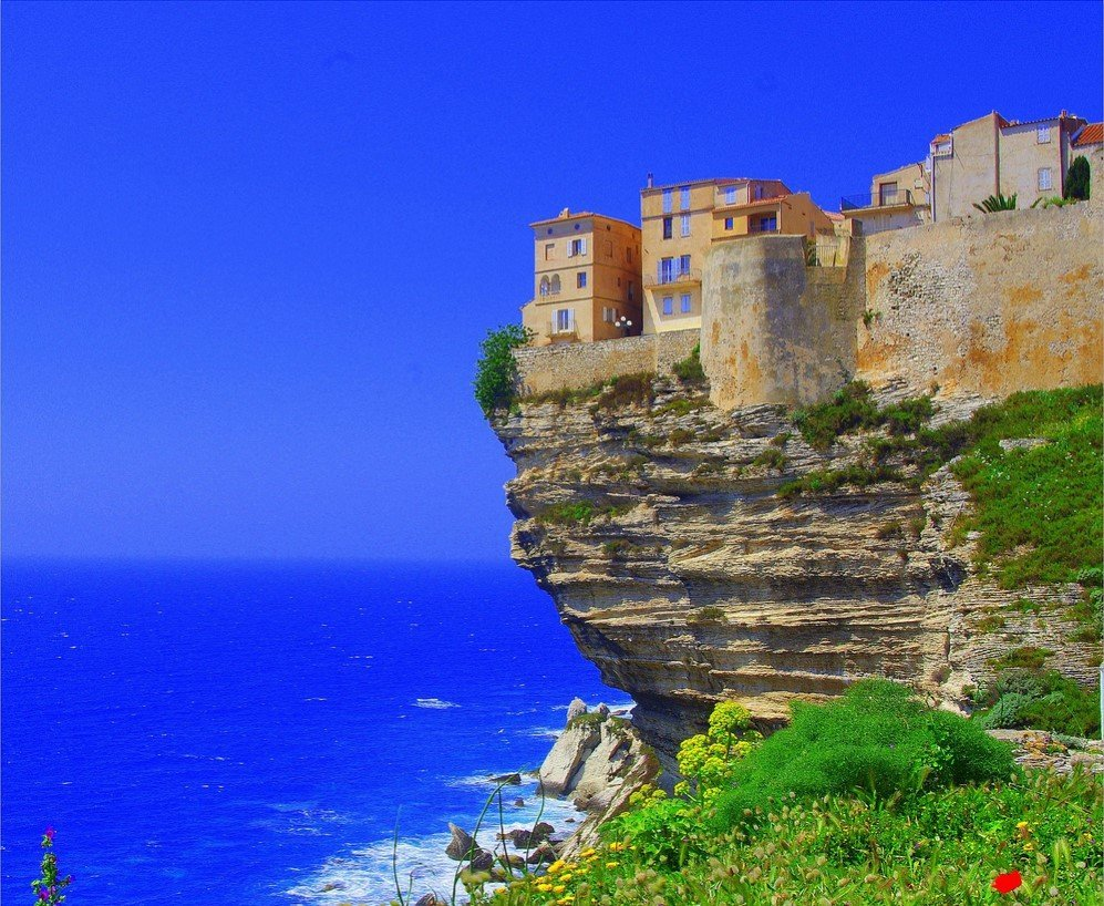 Of The Most Spectacular CliffSide Villages And Towns - 18 incredible cliff side dwellings around world