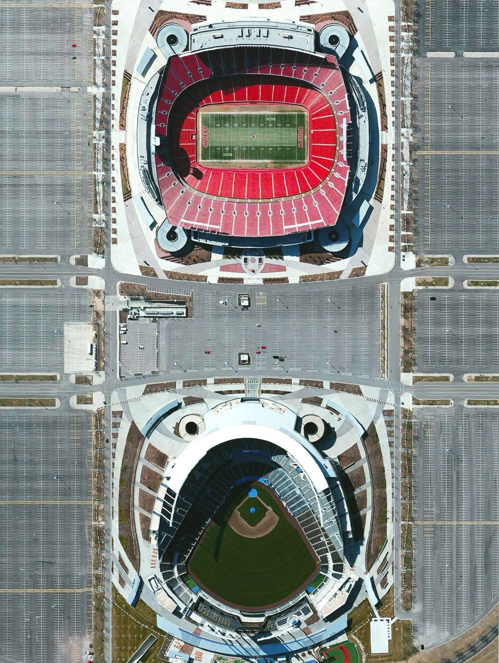 Arrowhead Stadium, Kauffman Stadium