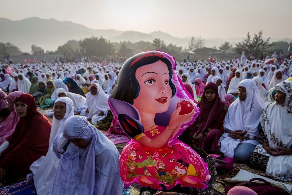 Indonesian Muslim women attend Eid Al-Fitr prayer on 'sea of sands' on July 17, 2015 in Yogyakarta, Indonesia. Eid Al-Fitr, marks the end of holy month of Ramadan. Muslims in countries around the world start this day with prayer, spend time with family and often give to charity.