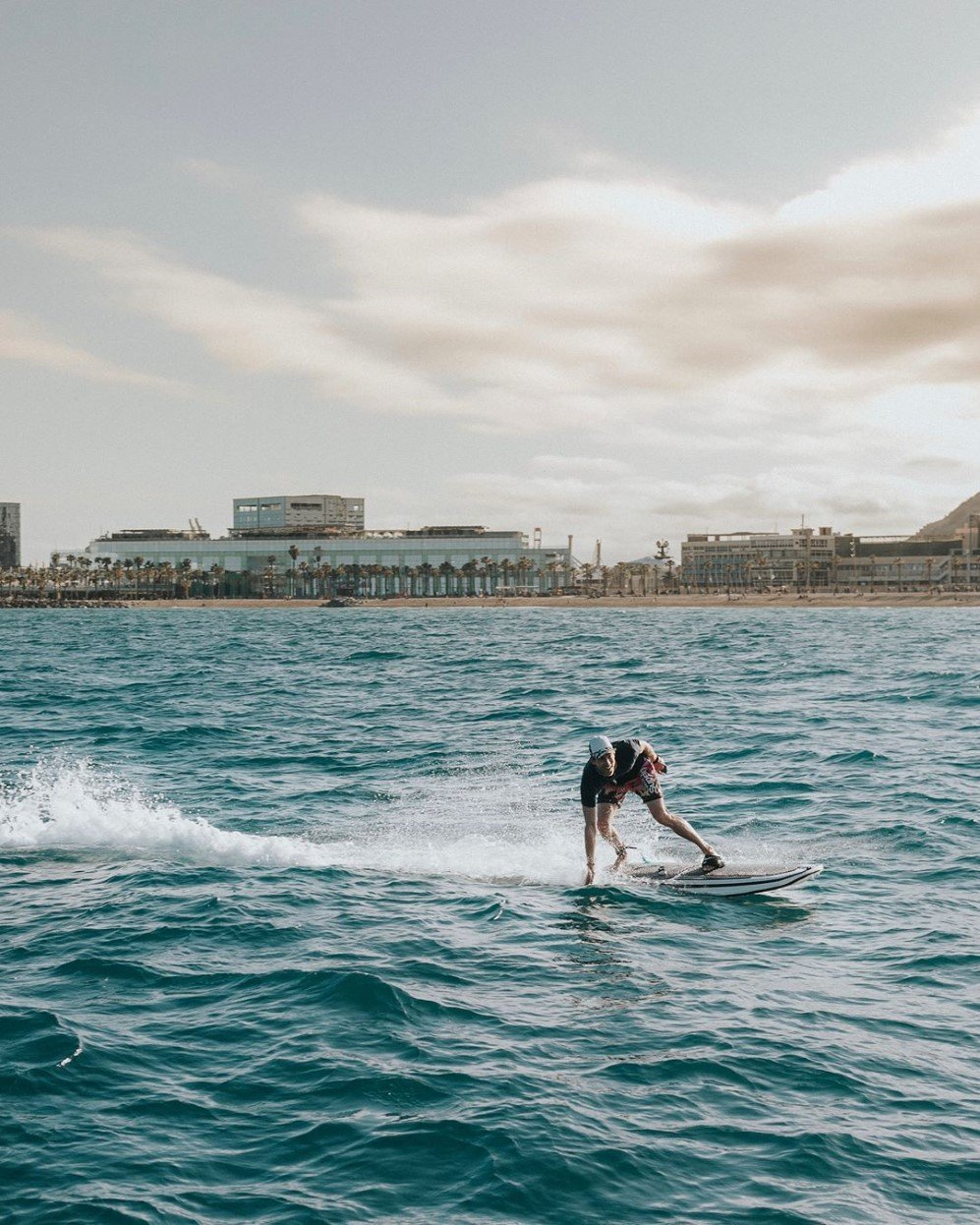 Electric Jetboard G2x Lets You Surf Even Without Any Waves