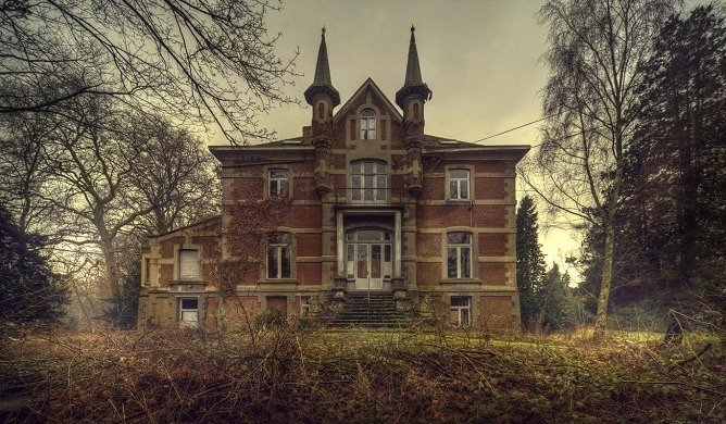 'The Lion's School' Beauty in Abandoned Buildings
