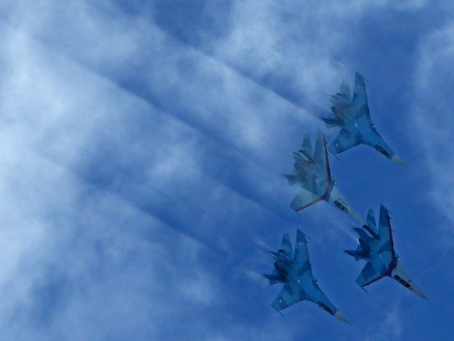 2. Russia's Su-27 fighters perform during the MAKS-2013, the International Aviation and Space Show, in Zhukovsky, outside Moscow on August 27, 2013.