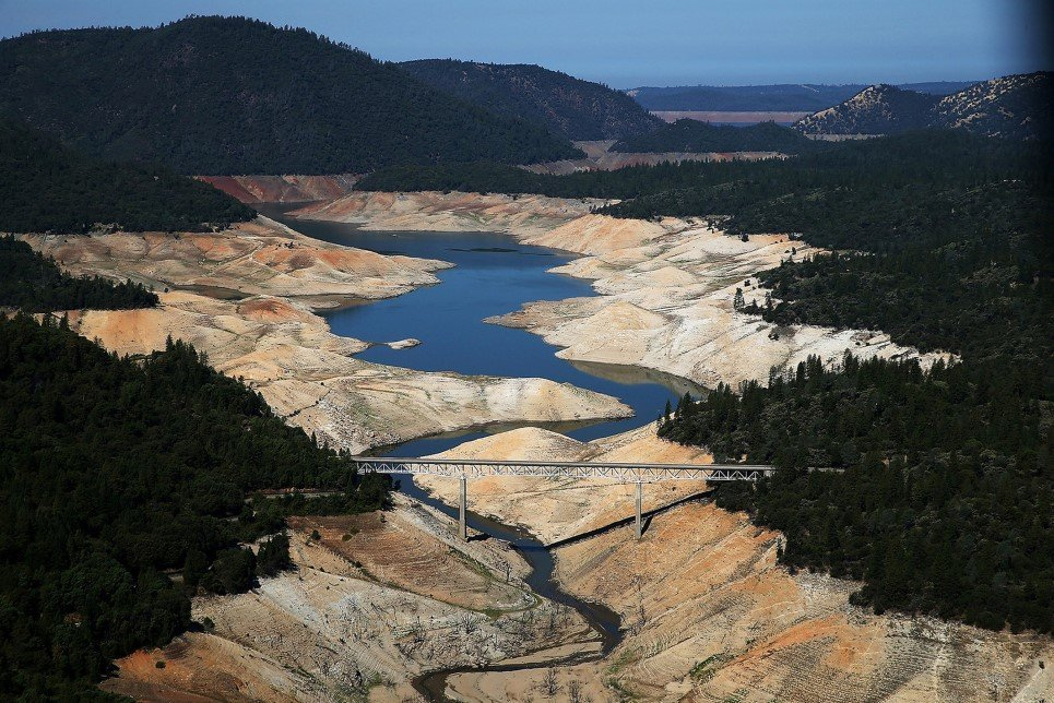 100A. A section of Lake Oroville shows the millennium's worst drought in Oroville, California.