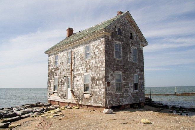 Last House On Holland Island (2)