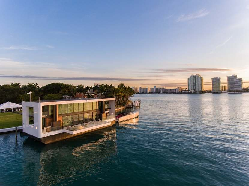 Arkup Stunning Floating Home