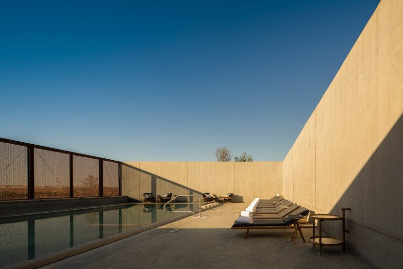 Desert hotel by Anarchitect