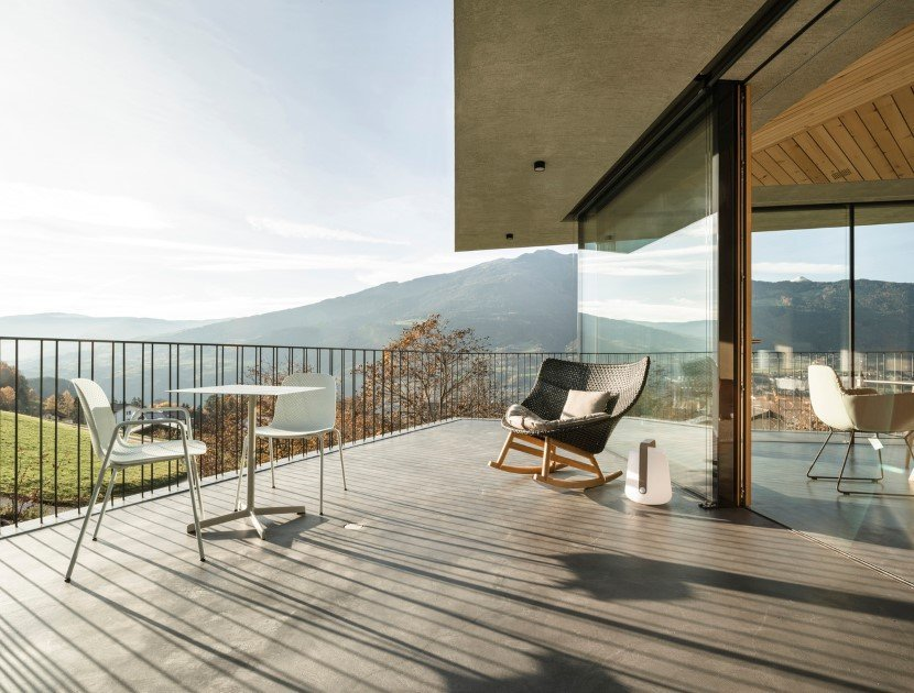 Concrete house by MoDusArchitects