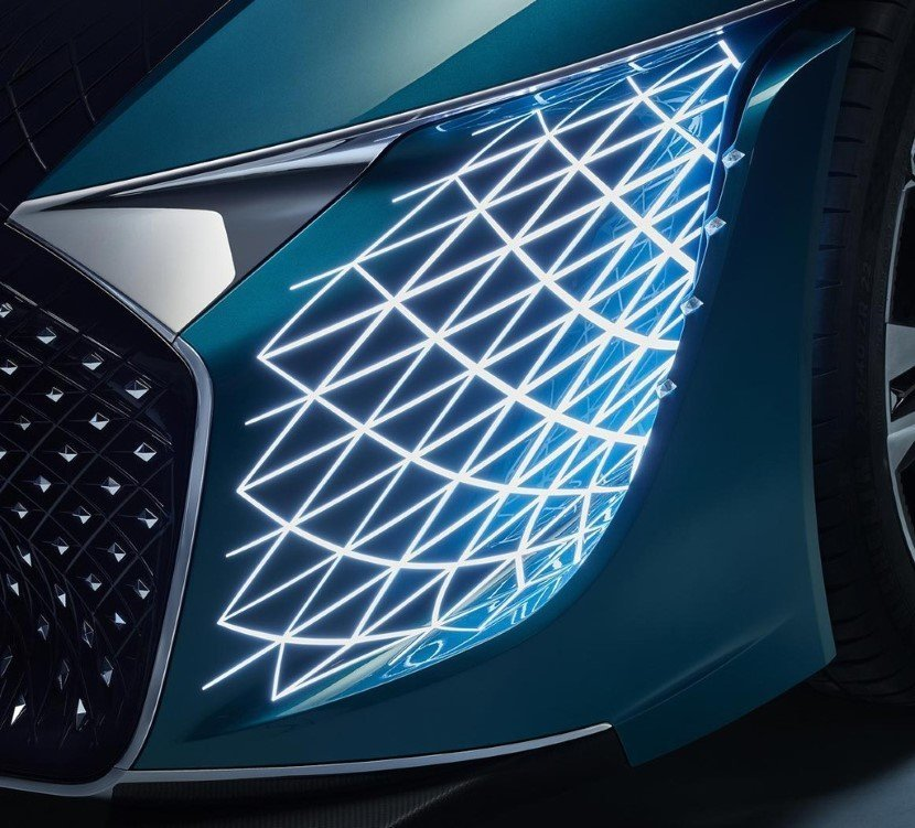 Headlights of the DS X E Tense